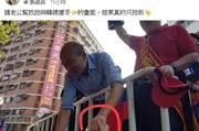高雄》請老公幫忙拍跟韓國瑜握手畫面 網友看到笑喊:跪算盤