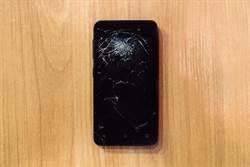 驚!每2秒摔壞1支手機螢幕 這國家的低頭族年花上千億