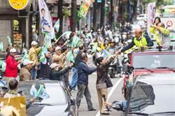新北》蘇貞昌雙和車隊掃街  直播團隊撒「勝利彩帶」