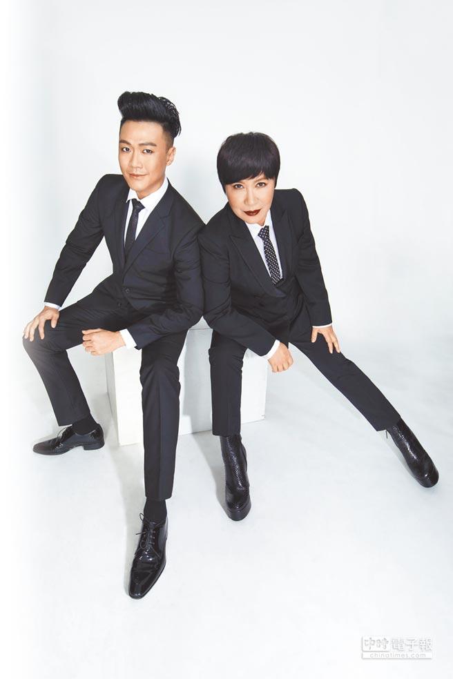 黃小琥(右)與師弟林俊逸一起主持《就愛瘋音樂》,日前2人一起進棚拍宣傳照。