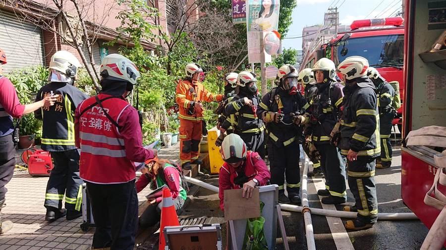 演練就機構安全管理議題及消防戰術搶救作為進行意見交流,提升這類機構火災應變能力。 (消防局提供)