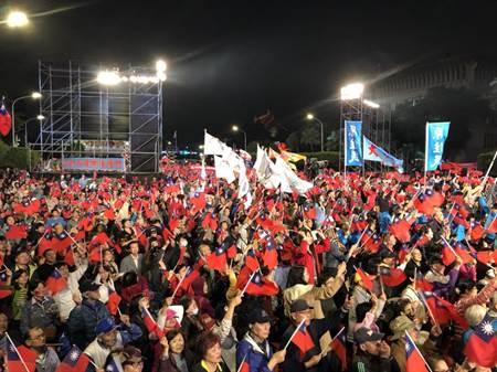 丁丁選前之夜人氣滾滾 訴求投票救台灣