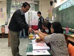 桃園》陳學聖投票記者拍攝遭阻 現場尷尬