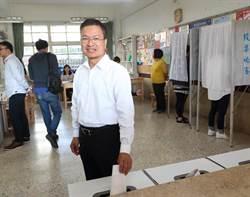 彰化》投開票所塞到爆! 彰化縣長魏明谷花一小時投完15張選票