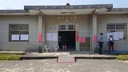 質疑選票上有寫字 62歲婦人撕毀公投票被逮
