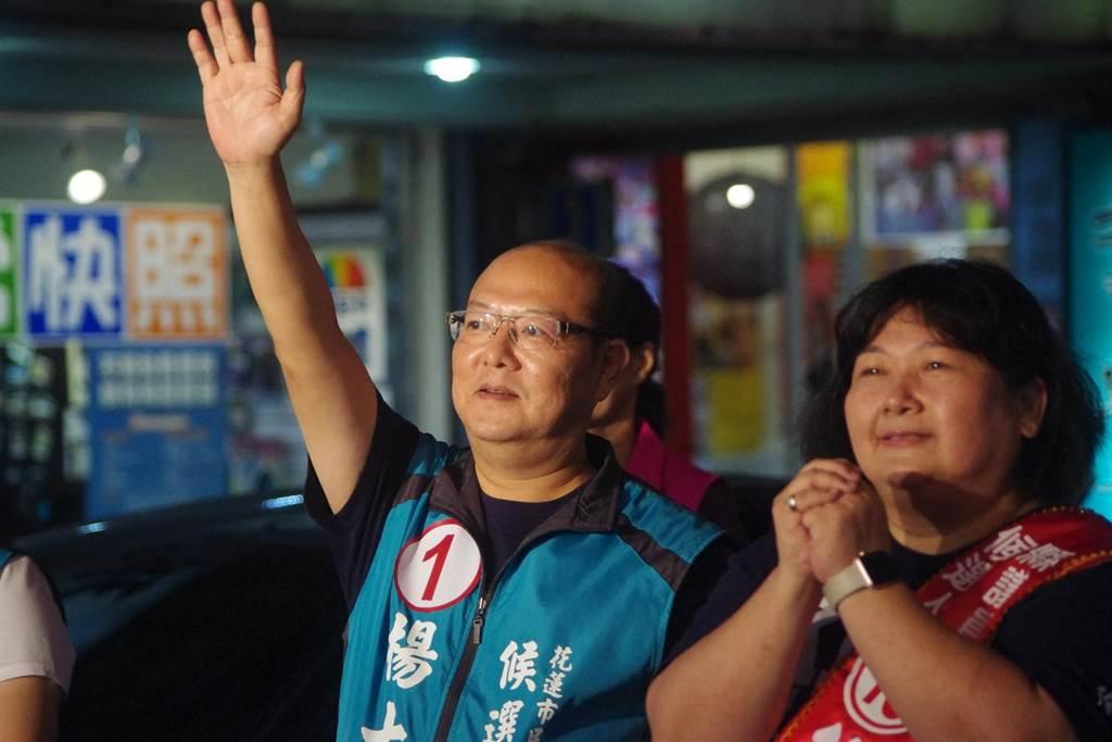 前議長楊文值妻子徐子芳(右)高票落選,北濱楊家則有市代會副主席楊士弘連任市代。(許家寧攝)