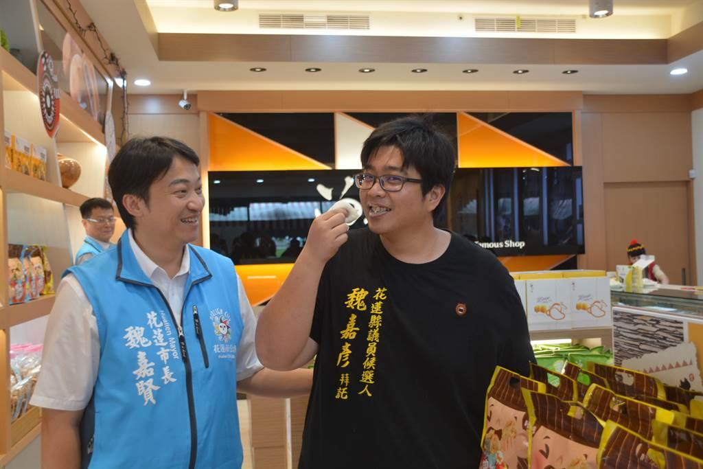 魏嘉賢、魏家彥(右)兩兄弟分別高票當選花蓮市長和縣議員,政治行情看俏。(許家寧攝)