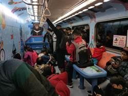 選後返鄉花錢買親子車廂被擠爆 民批:台鐵擺爛不處理