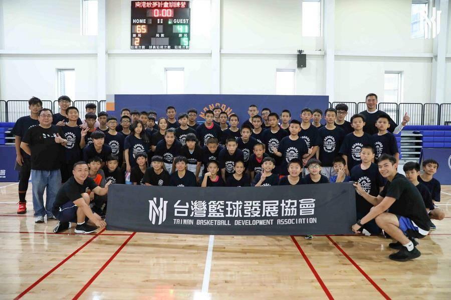由台灣籃球發展協會主辦的公益敢夢計畫正式啟動。(台灣籃球發展協會提供)