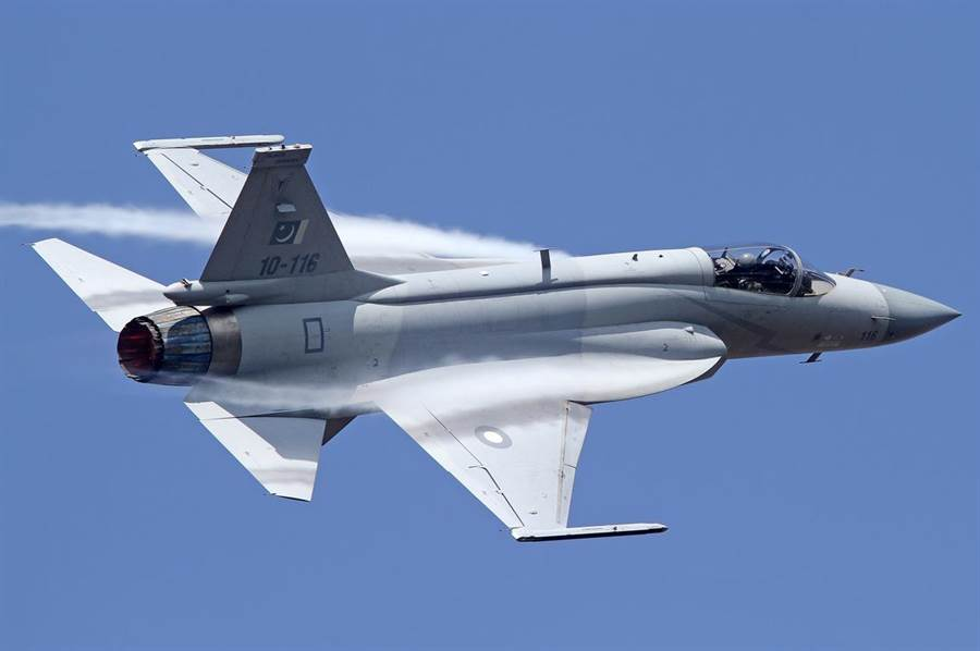 梟龍戰機升級航電後,成為4代+戰機。(圖/巴基坦坦空軍)