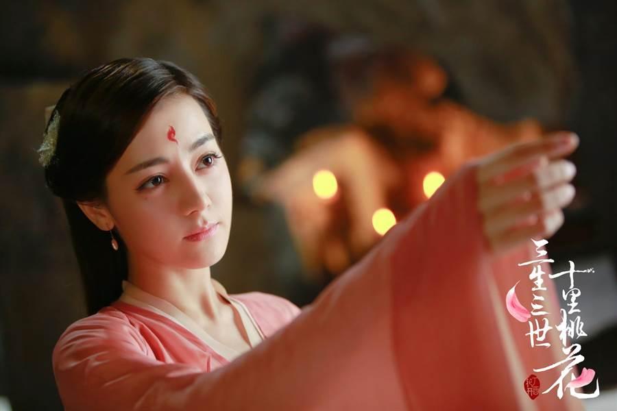 迪麗熱巴在《三生三世十里桃花》飾演白鳳九。(中天)