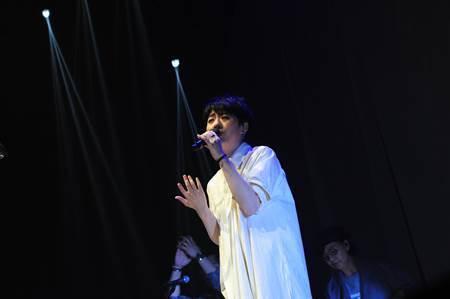 岑寧兒相隔六年香港開唱 改編Eason經典曲獻歌迷