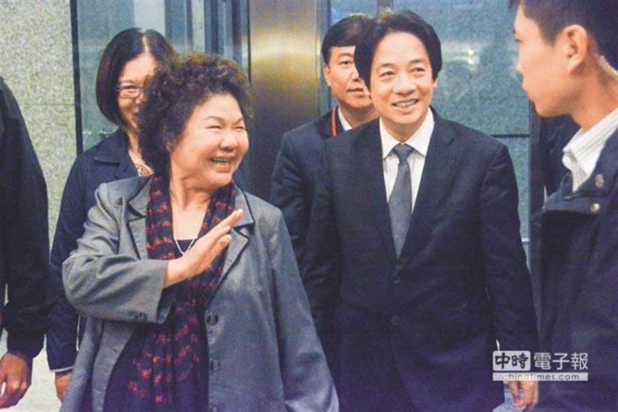 行政院長賴清德(中)、總統府祕書長陳菊(左)。(資料照片/林宏聰攝)