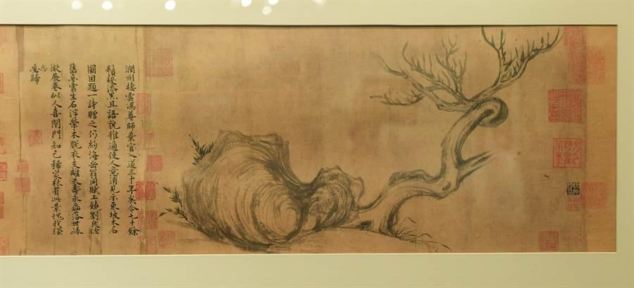 蘇軾畫作《木石圖》登上佳士得香港秋拍會,以18.5億台幣落槌,重返華人世界。(盧禕祺攝)