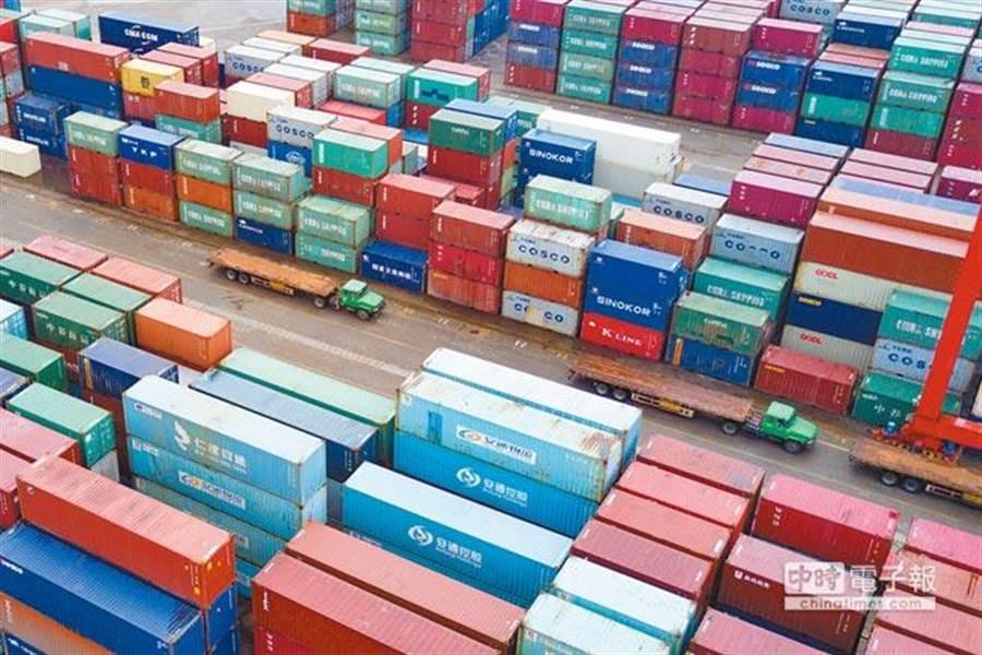 台灣紡織業大廠儒鴻,早在2016年底就將生產線撤離大陸,受到貿易戰轉單效應,訂單激增因此受惠。(中新社資料照)