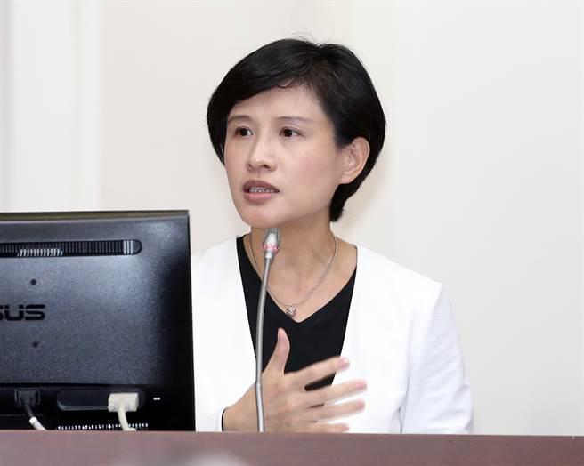 文化部長鄭麗君28日在立法院答詢。(姚志平攝)
