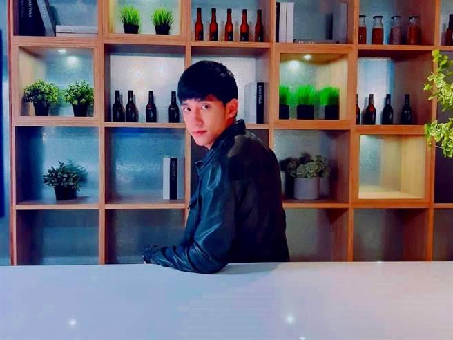 徐韜在《高校英雄傳》飾演一個聰明但成長背景發生劇變的少年。(圖/記者李家穎攝)