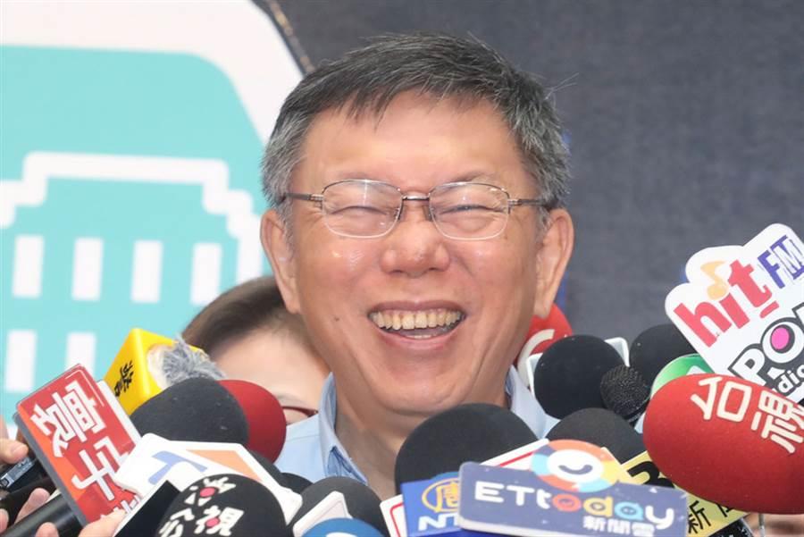 台北市長柯文哲28日上午出席台北市聯合醫院場域實驗試辦計畫啟動記者會受訪表示,台北農產運銷公司總經理人選由農委會提出,沒問題就同意,他只要求專業,還有願意備詢。(中央社)
