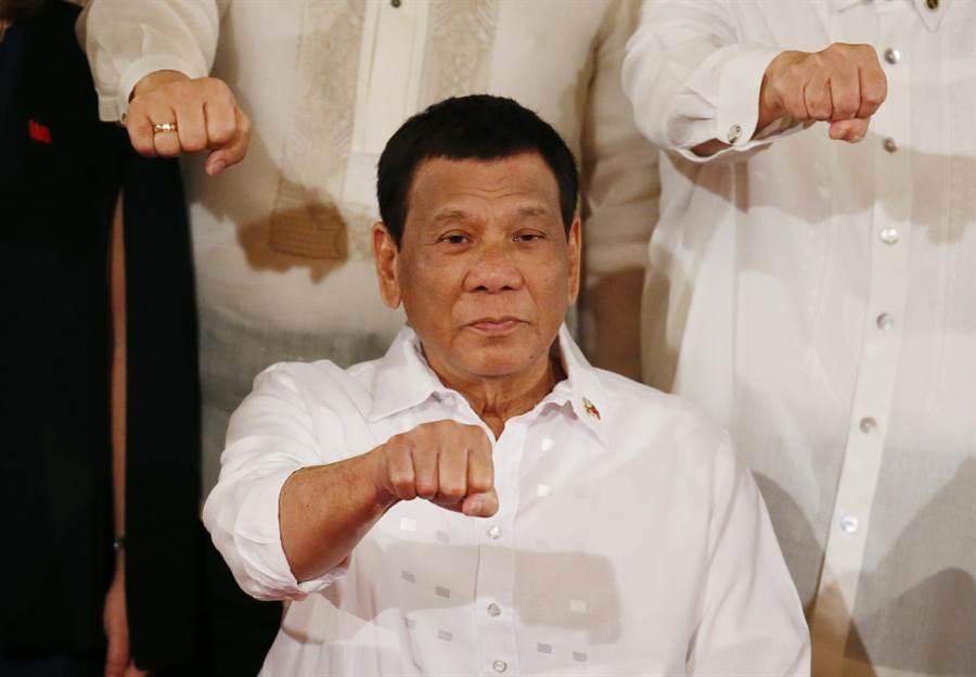 菲律賓總統杜特蒂(Rodrigo Duterte)宣稱將成立專門暗殺「麻雀」的行刑隊。(美聯社)