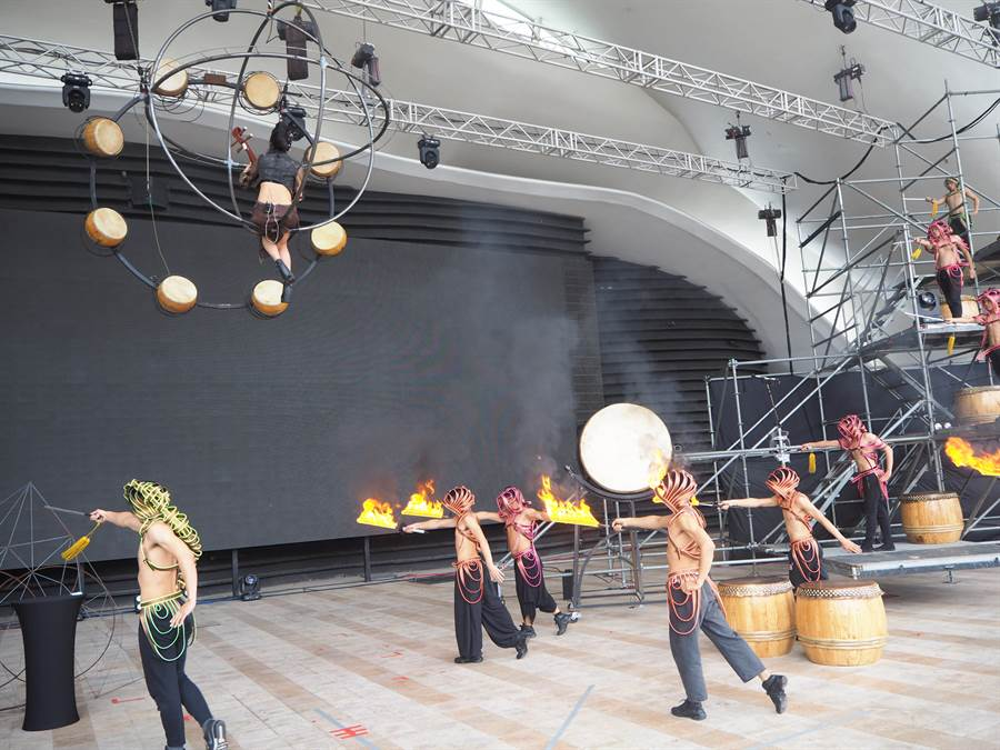 舞劇「悟空」部分演出內容首度對外曝光,炫目的火舞演出詮釋《西遊記》火焰山,給觀眾結合視覺、聽覺的全新感受。(林欣儀攝)