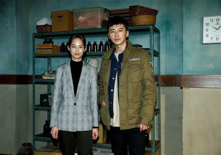 簡嫚書(左)和李國毅。(粘耿豪攝)