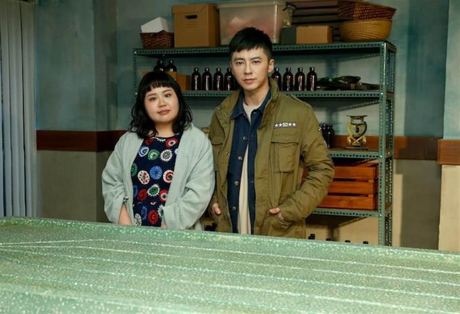 大文(左)演李國毅助理。(粘耿豪攝)