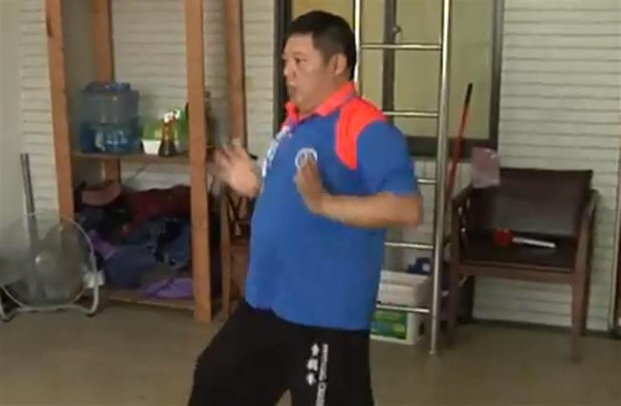 韓國瑜護衛隊貼身保鏢劉長益,是「食鶴拳法」在台第三代傳人,同時也是國軍特種部隊武術教官。(取自中天新聞)