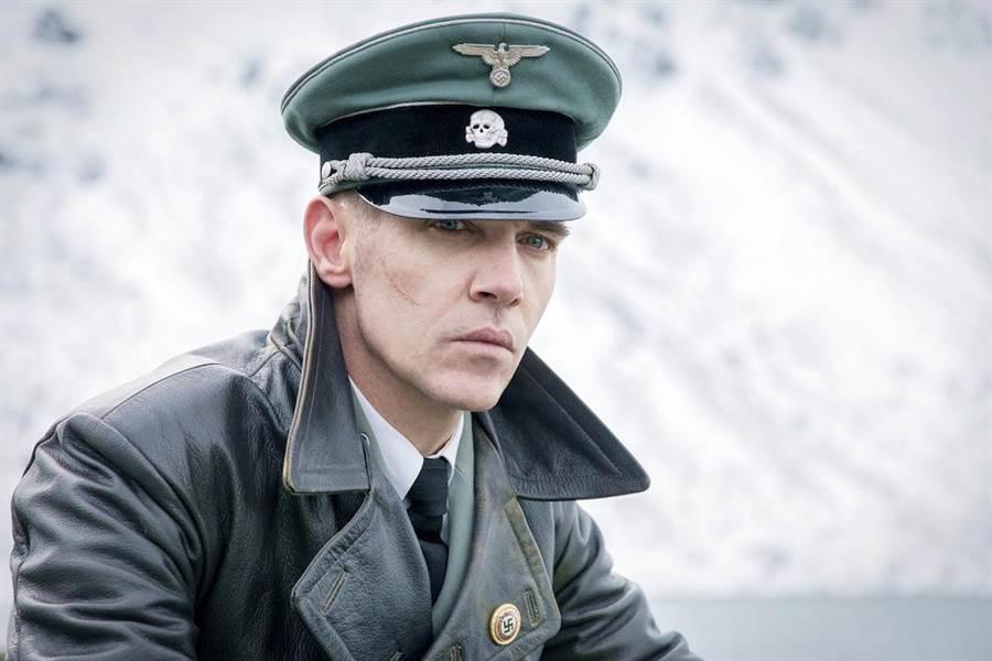強納森萊斯梅爾扮起冷血納粹,心狠手辣。(海鵬提供)