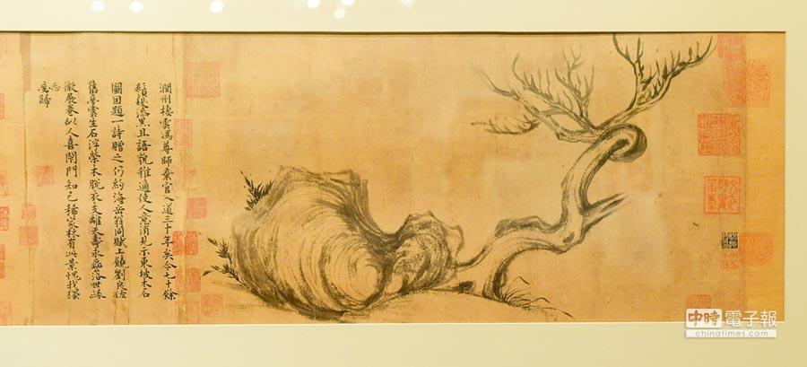 蘇軾畫作《木石圖》重返華人世界,在佳士得香港秋拍會以18.5億台幣落槌。(盧禕祺攝)