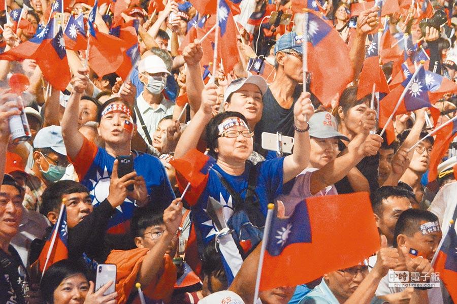 圖為去年11月16日,韓國瑜三山造勢場面熱烈。(本報系資料照片)
