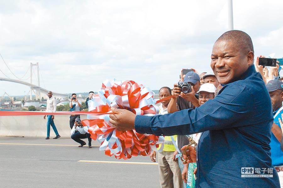非洲莫三比克總統菲利佩·紐西(Filipe Nyusi)出席開通儀式。(CFP)