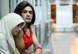 直搗社會禁忌 印尼片揭變裝癖妓女處境