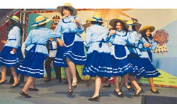 祕魯學童 愛寫春聯放天燈