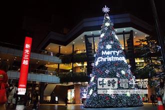 新光三越耶誕樹高17米 成信義區打卡重地