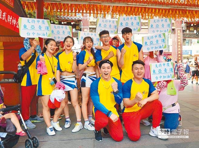 7月26日,文化大學競技啦啦隊聲援台中市府申復東亞青運。(本報系資料照片)
