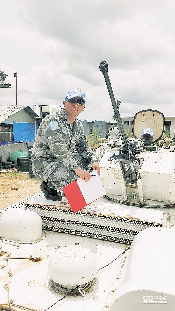 謝亮赴外地出差檢查加納維和步兵分隊。