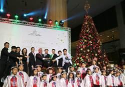 台南遠東大飯店點亮耶誕樹 胡桃鉗童話樂園迎接溫馨佳節