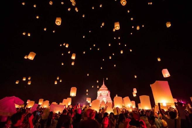 清邁CAD天燈節是11月清邁最重要的祭典活動/彩虹國際娛樂提供