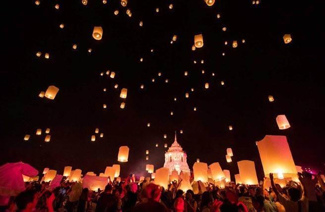 清邁CAD天燈節是11月清邁最重要的祭典活動 /彩虹國際娛樂提供