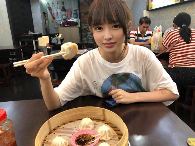 今年8月中島千尋和朋友一起來台旅遊(圖/翻攝自推特/@chR18oO)