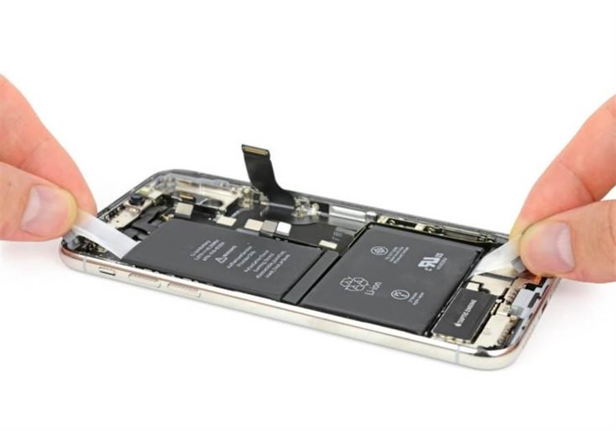 iPhone X拆解照。(圖/翻攝iFixit)