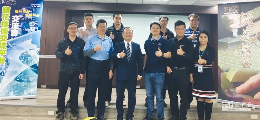 PMC賴永祥總經理(前排左三)、周麗蓉協理(前排右一)與G2機械二代CEO合影。圖/蔡榮昌