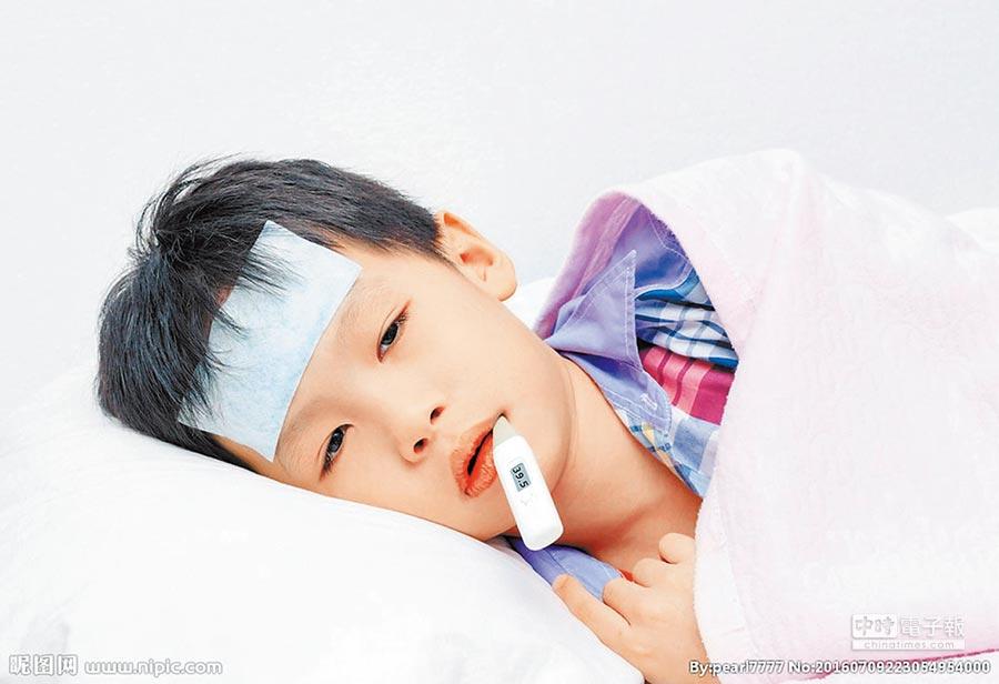 孩子出現39℃以上的高熱,一定要馬上就診。(取自昵圖網)
