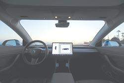 車‧用‧市‧場 觸控顯示晶片廠的新戰場