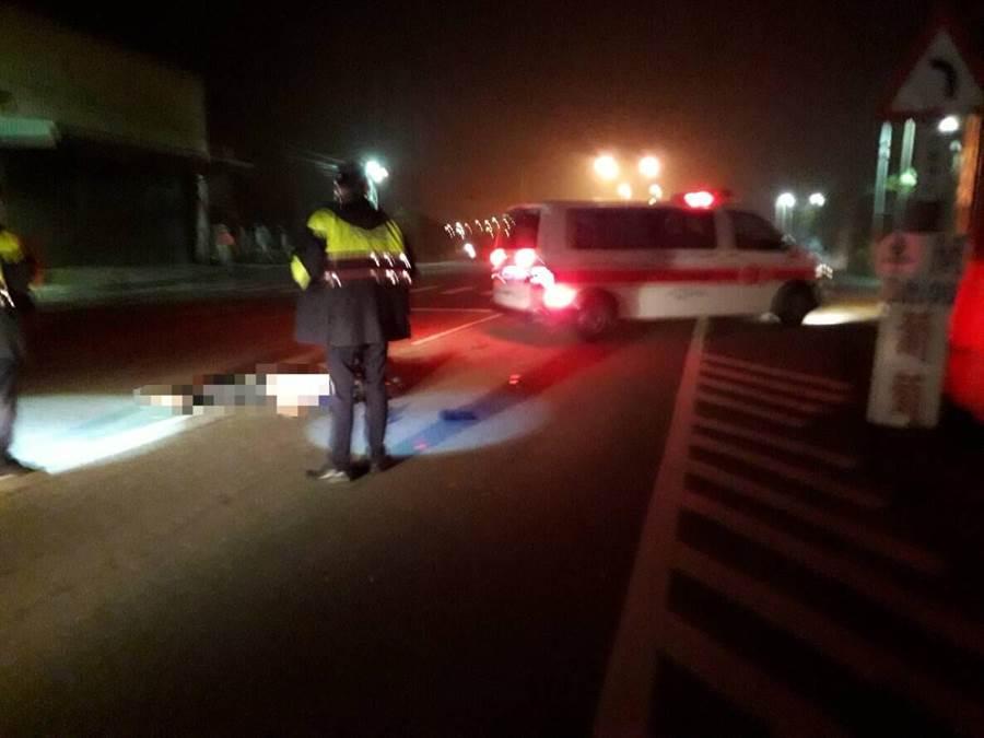 警消人員獲報後到場,發現黃男腦漿溢出當場死亡。(何冠嫻翻攝)