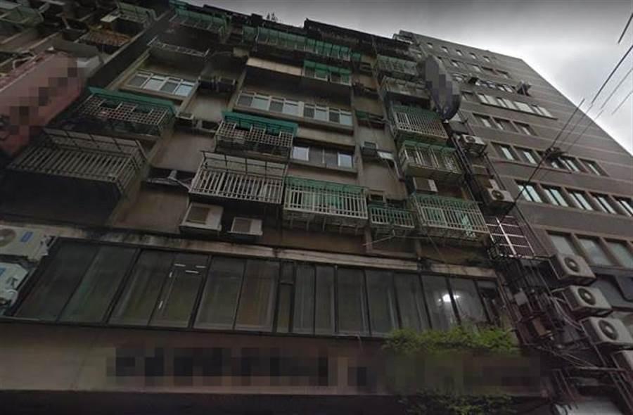 林男返家時發現妻子已無呼吸,原以為是因吵架輕生,沒想到調監視器後發現一對男女將妻子抬回來。(翻攝自Google Map)