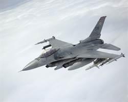 發動機掛掉 F-16著火墜毀 美駕駛活著說故事