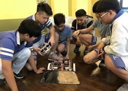 明道中學國中生自組4公斤機器人擊敗18公斤怪獸