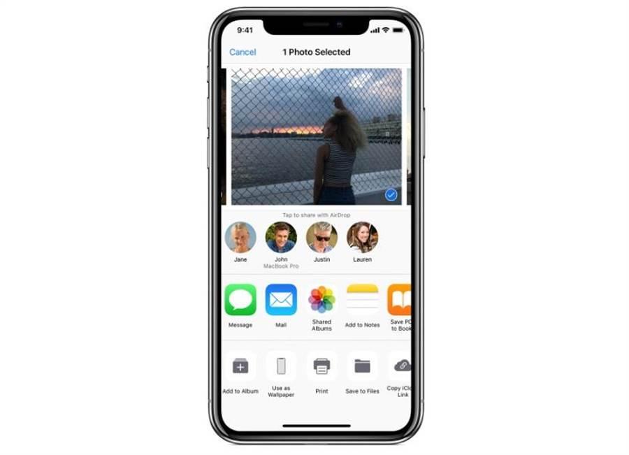 蘋果為 iOS、macOS 設備開發的 AirDrop 技術,遭到有心人濫用,成為犯罪工具。(圖/翻攝蘋果官網)