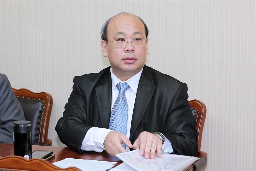 中選會副主委陳朝建3日受訪時為大選亂象三度道歉。(黃世麒攝)
